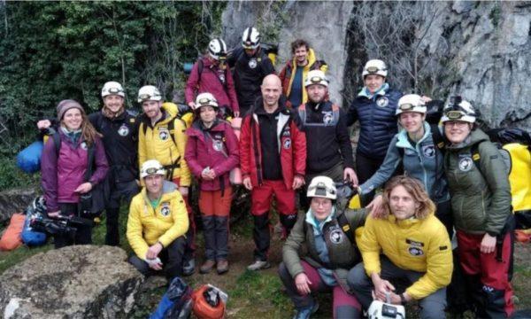 15 vullnetarë izolohen qëllimisht në shpellë për 40 ditë, kjo është arsyeja