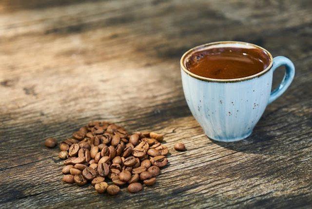 Këta njerëz nuk duhet të konsumojnë kafe turke, ja çfarë u shkakton në organizëm