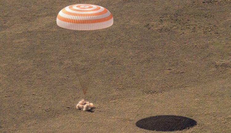 Ekipi i Soyuz MS-17 kthehet nga hapësira