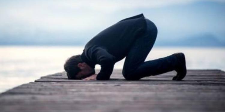 A janë njerëzit fetarë më të lumtur ose më të shëndetshëm?