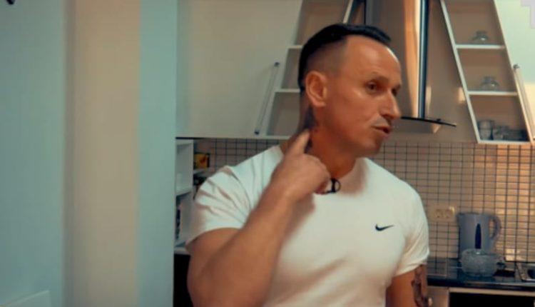 Në trup ka tatuazh Albin Kurtin, së shpejti do ta bëjë edhe Vjosa Osmanin (VIDEO)