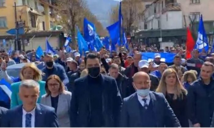 Basha në Peshkopi: Ata që e morën peng Shqipërinë janë një pakicë që i kanë orët e numëruara