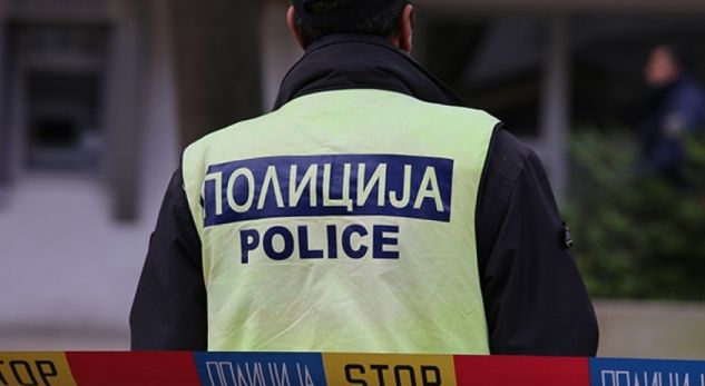 Maqedoni, fqinja ia vjedh fqinjes një çantë me para dhe i fsheh në gropë në oborr