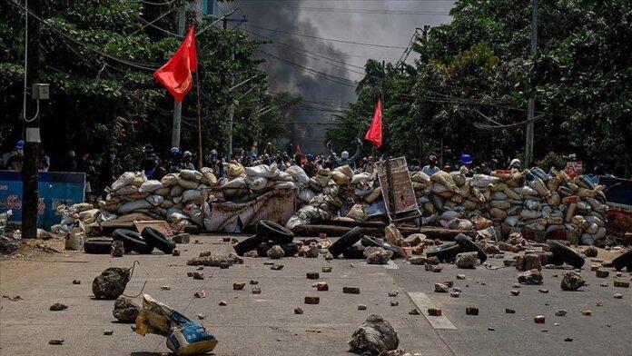 Mianmar, një gjykatë e lidhur me ushtrinë dënon me vdekje 19 persona