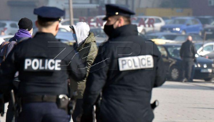 Shtetasja e Serbisë godet me veturë dy fëmijë në Mitrovicë të Jugut