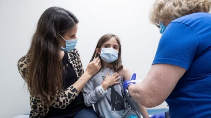 Prindërit pyesin nëse fëmijët duhet vaksinuar kundër COVID-19 – ekspertët japin shpjegimet