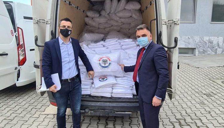 Shqiptarët e Teksasit donacion për Spitalin e Tetovës, drejtori Besimi i falemenderon përzemërsisht (FOTO/VIDEO)