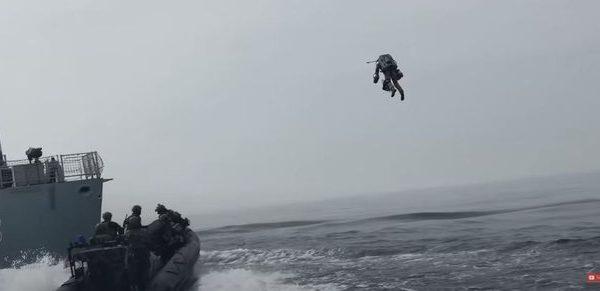 Ndodhte vetëm në filma, por tani edhe në realitet, marinsat testojnë kostumin fluturues (VIDEO)