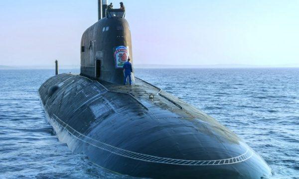 Marina amerikane ndalon në det ngarkesën gjigante të armëve ruse