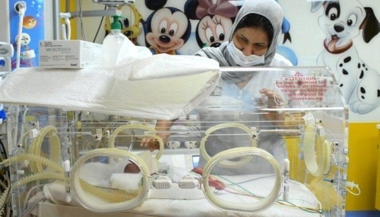 E rrallë, 25 vjeçarja lind nëntë fëmijë