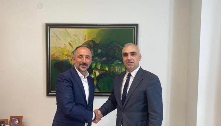 Zv/Ministri Rexhepi pret në takim Nevzat Bejtën