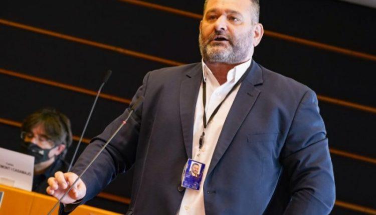 5 oficerë policie e ruajnë këmba këmbës, ish-eurodeputeti ekstradohet sot nga Belgjika në Athinë