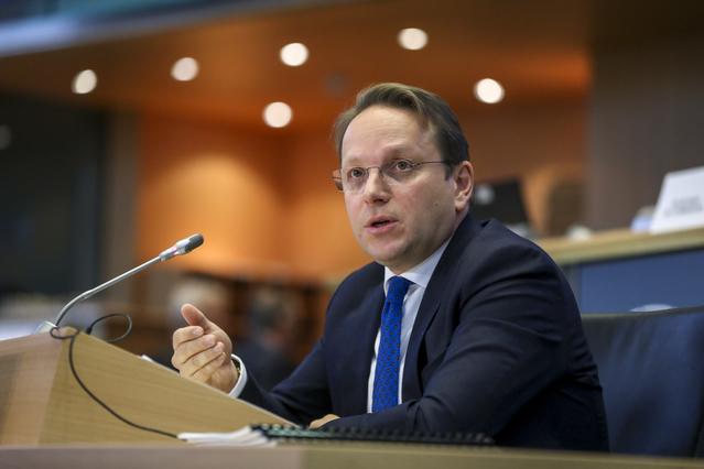 Oliver Varhelyi do të sjellë sot vaksinat e donuara nga BE-ja