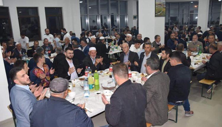 Myftinia e Tetovës shtroi iftar për të gjithë imamët
