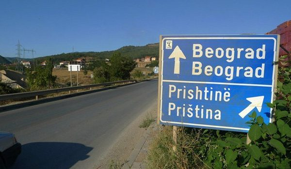 """Publikohet edhe një """"non-paper"""", jashtë imagjinatës: Shqiptarët e Kosovës të pajisen me pasaportë të Serbisë"""
