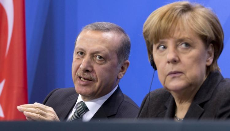 Erdogan i ankohet Merkelit për Greqinë