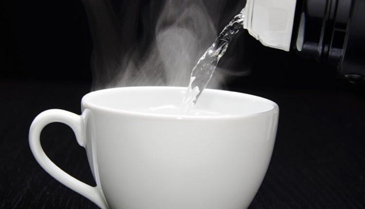 Shihni çfarë do të ndodhë me trupin tuaj nëse pini ujë të nxehtë çdo ditë