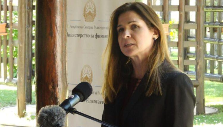 Ambasadorja Bërns porosit liderët në qeveri