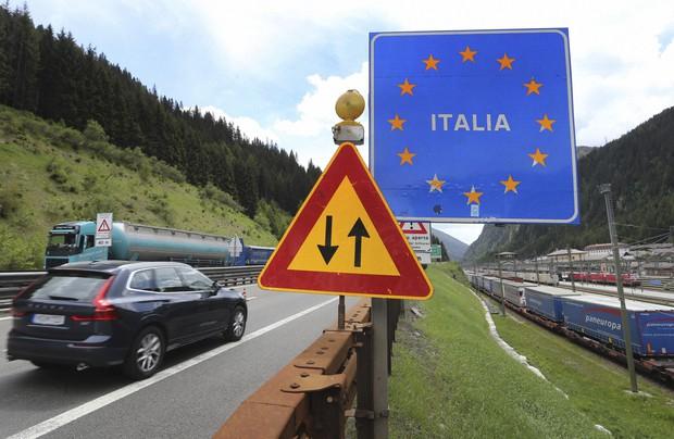 Italia me 15 maj hap kufijtë