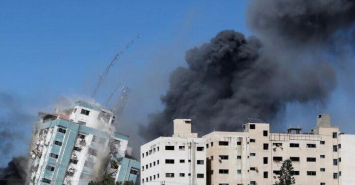 Izraeli intensifikon sulmet në Gaza, bmbardohet ndërtesa e dy mediave