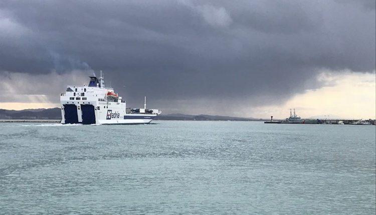 Përkeqësohet moti në Durrës, pezullohet lundrimi i peshkarexhave