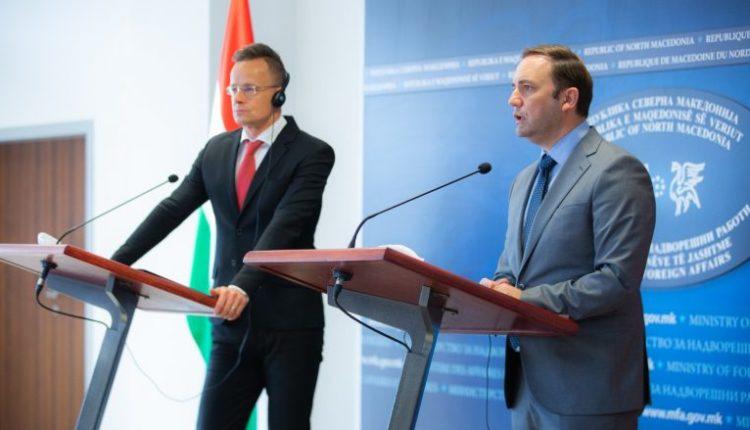 Szijjarto: Nëse vendoste Hungaria, Maqedonia do të fillonte bisedimet me BE-në