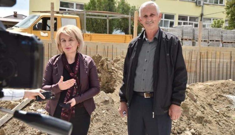 Teuta Arifi përuron fillimin e punimeve për ndërtimin e stadiumit në Reçicë të Madhe