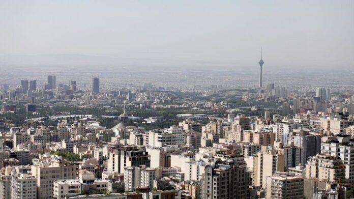 Vdes punonjësja e ambasadës zvicerane në Teheran, rrëzohet nga shkallët