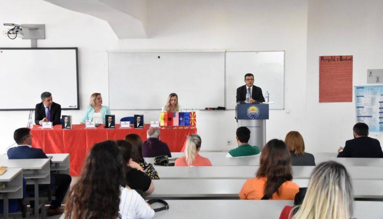 """Në UT u promovua libri """"Arsimi në demokracinë e brishtë"""" i autorit Prof. Dr. Bardhyl Musai"""