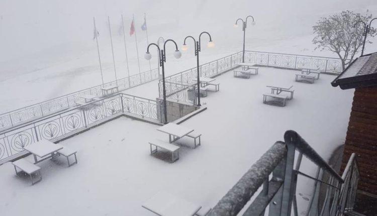 E rrallë, bora mbulon Brodin e Dragashit në muajin qershor! (FOTO)