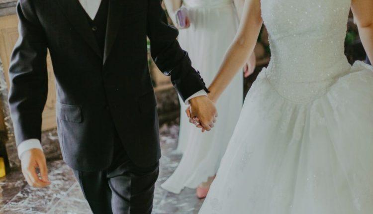 Nusja vdes ditën e dasmës, dhëndri martohet me motrën e saj