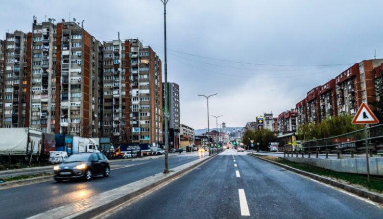E rëndë: Vdes në rrugë të Prishtinës sekretari i Ambasadës së Malit të Zi në Kosovë