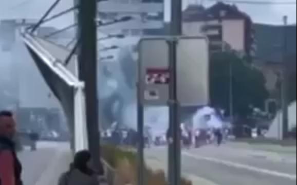 """""""Kosova është zemra e Serbisë"""", kështu provokuan të rinjtë serbë mbi Urën e Ibrit (VIDEO)"""