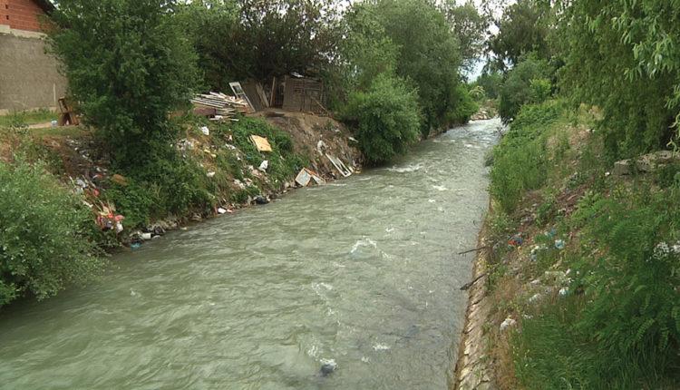 Rreth 24 mijë euro për pastrimin e lumenjve