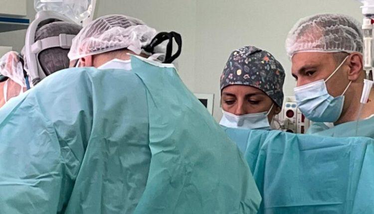Pacientja me transplant të zemrës së shpejti pritet të lirohet nga respiratorët, njoftoi Filipçe