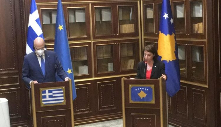 Dendias: Greqia përkrah rinisjen e dialogut Kosovë-Serbi