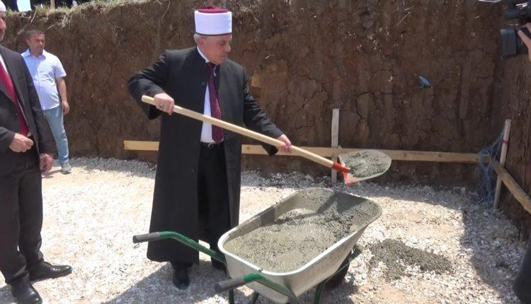 """Likovë, vihet gurthemeli i xhamisë """"Dëshmorët e 2001-it"""" në Mateç"""