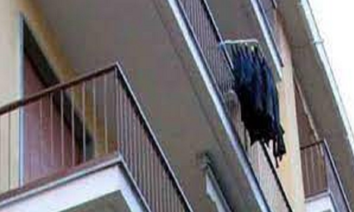 Vajza 21-vjeçare humbi jetën pasi ra nga ballkoni i një hoteli, shoqet: E ka hedhur i fejuari