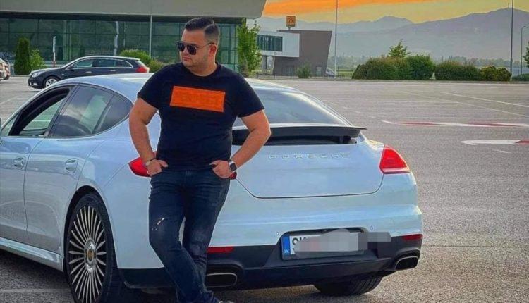 Nipi i Amdi Bajramit fiton Porshe nga babai i tij, por me kusht të betohet në xhami se nuk do e vozis më shumë se 150km/h