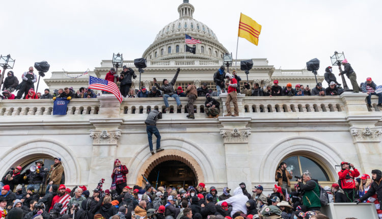 Raporti mbi sulmin ndaj Kapitolit: Dështim me sigurinë dhe informacionet e zbulimit