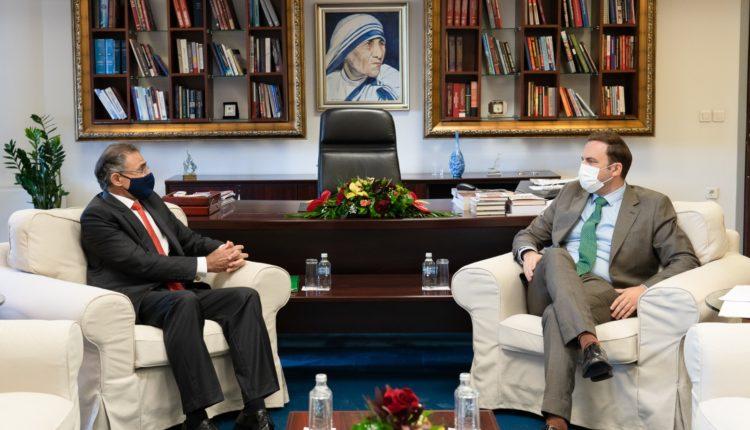 Osmani pranoi letrat kredenciale nga Ambasadori i ri i Qipros, Theophylactou