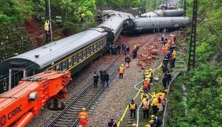 Të paktën 9 të vdekur nga përplasja e trenit në Kinë