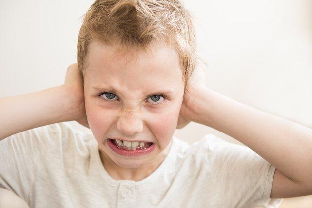Çfarë nënkuptojnë në të vërtetë këto 8 sjellje të çuditshme të fëmijëve?
