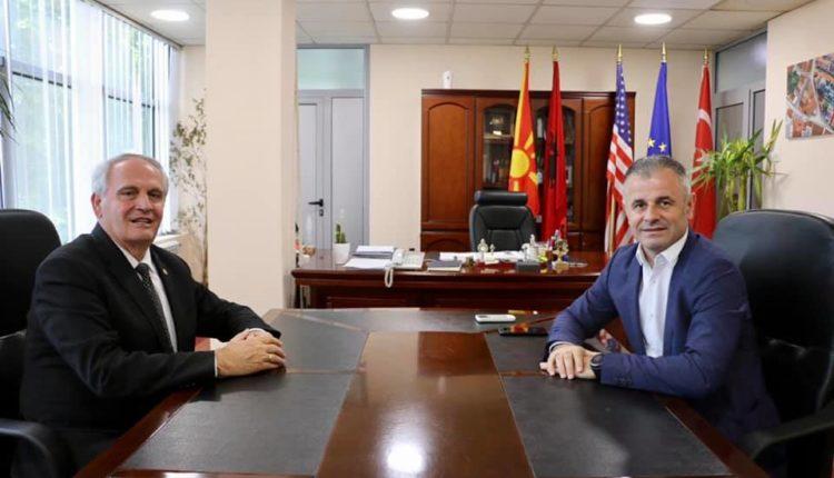 Ganiu takoi ish ambasadorin e Kosovës në RMV, Gjergj Dedaj