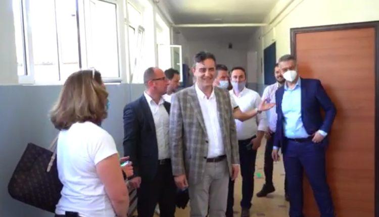 Zëvendësministri Shabani viziton shkollat e mesme gjatë mbarëvajtjes së maturës shtetërore
