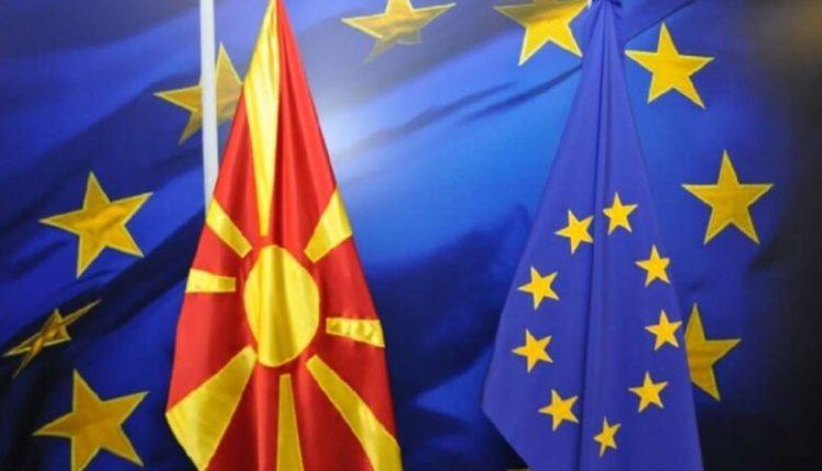 Afatet që japin politikanët për nisjen e bisedimeve me BE-në, njohësit e çështjeve ndërkombëtare i vlerësojnë joserioze