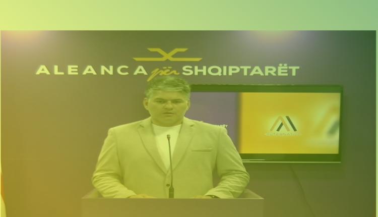 Aleanca për Shqiptarët doli jeshil. Asnjë gazetar nuk u parashtroi pyetje (VIDEO)