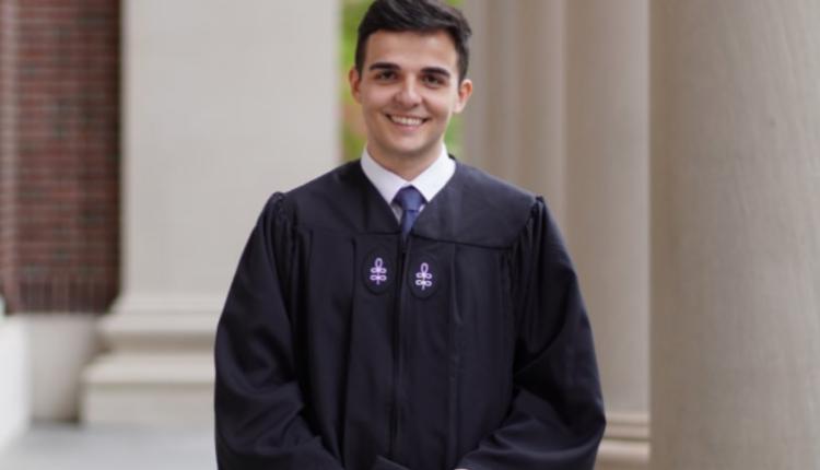 Diplomon në Harvard studenti i parë shqiptar me bachelor dhe master