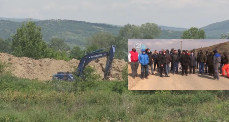 Banorët e Ognjancës në protestë, kërkojnë të ndalojë nxjerrja e rërës