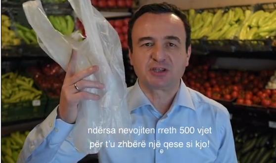 Kurti me mesazh mbi përdorimin e qeseve të plastikës